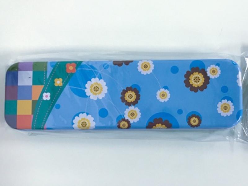 Penalhus Metal blå m. blomster